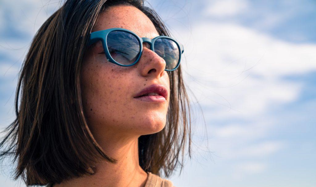 Serenity Eyewear Ronde bleue canard portée