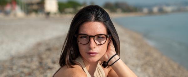 Lunettes Serenity Eyewear Ronde marron écaille portée
